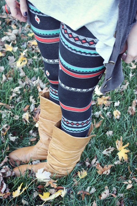 Aztec leggings details